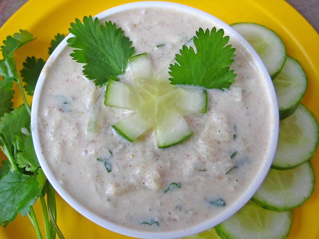 Cucumber-raita-with-cucumber-and-mint-leaves-garnishing
