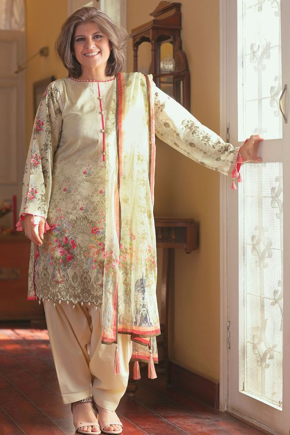 Marina Khan: A legendary Actress   Posted By Blurbgeek