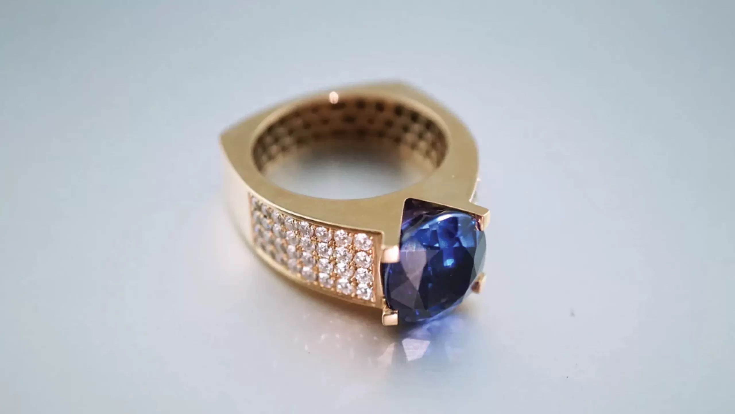 FAMOUS-JEWELRY-AND-BODY-ORNAMENTS-scaled
