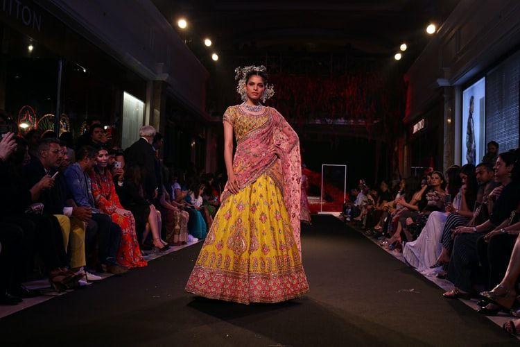 Saree Indian Traditional Dress | Blurbgeek